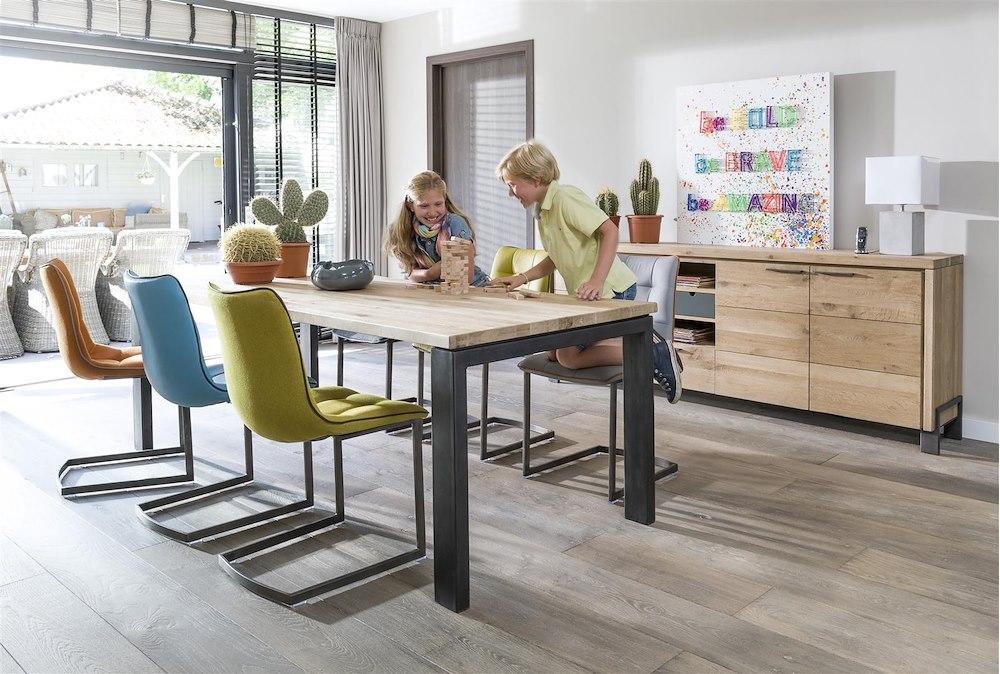 sfeervolle meubels uit gerookt eikenhout henders hazel. Black Bedroom Furniture Sets. Home Design Ideas